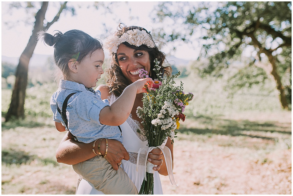 bride-and-her-son-kateryna-photos-mariage-photographe-chateau-maime-aix-nice-provence-wedding-arcs-sur-argens