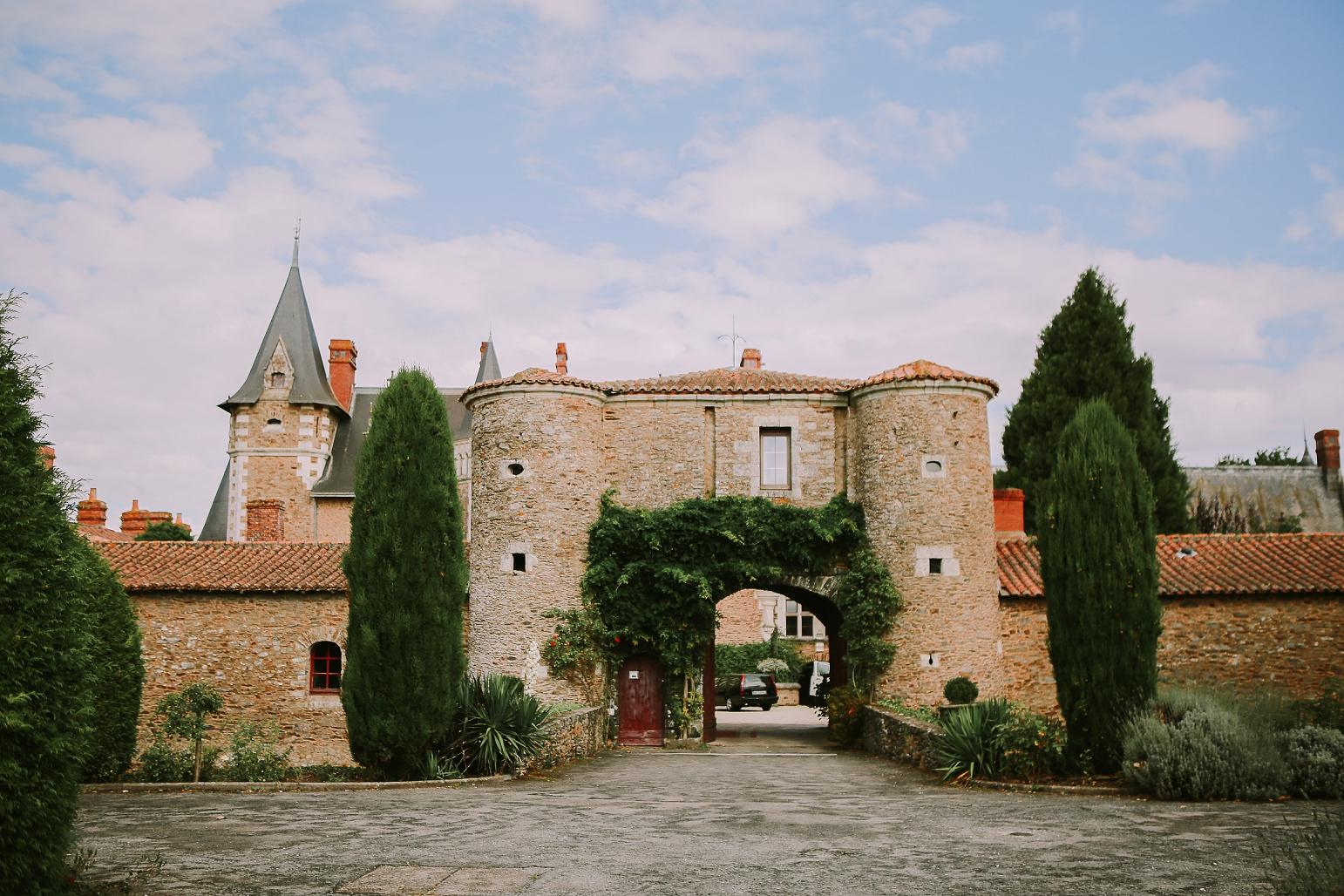 kateryna-photos-mariage-wedding-france-bretagne-pays-de-la-loire-chateau-de-la-colaissiere-st-sauveur-de-landemont_0001.jpg