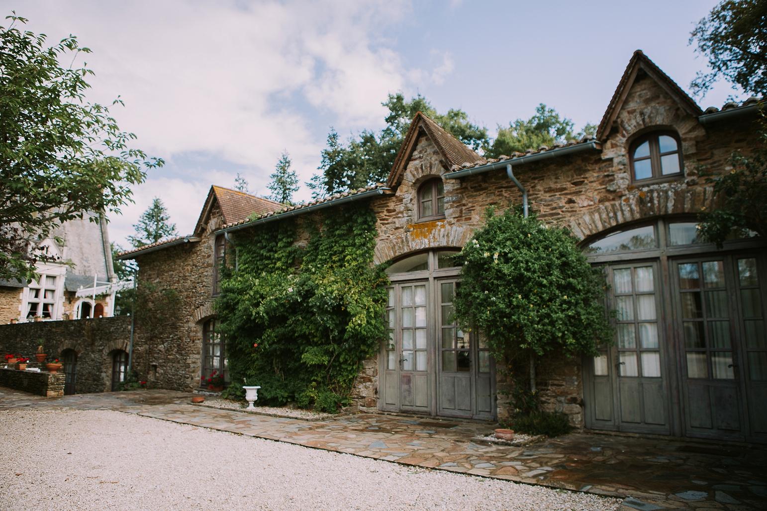 kateryna-photos-mariage-wedding-france-bretagne-pays-de-la-loire-chateau-de-la-colaissiere-st-sauveur-de-landemont_0004.jpg