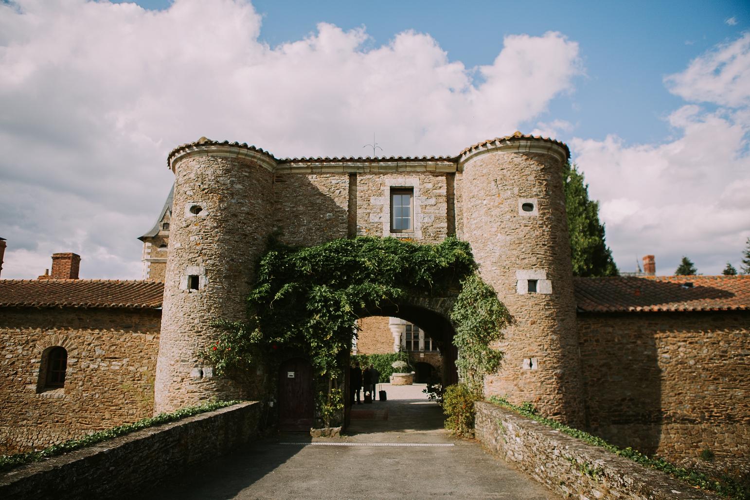 kateryna-photos-mariage-wedding-france-bretagne-pays-de-la-loire-chateau-de-la-colaissiere-st-sauveur-de-landemont_0053.jpg