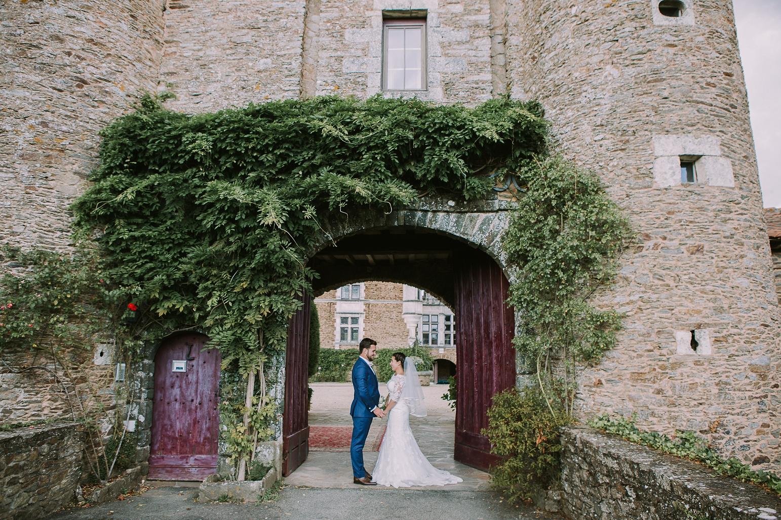kateryna-photos-mariage-wedding-france-bretagne-pays-de-la-loire-chateau-de-la-colaissiere-st-sauveur-de-landemont_0054.jpg