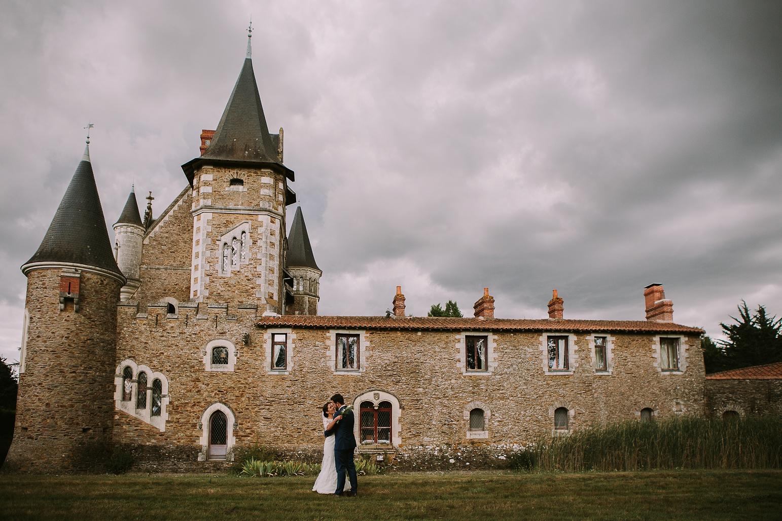 kateryna-photos-mariage-wedding-france-bretagne-pays-de-la-loire-chateau-de-la-colaissiere-st-sauveur-de-landemont_0056.jpg