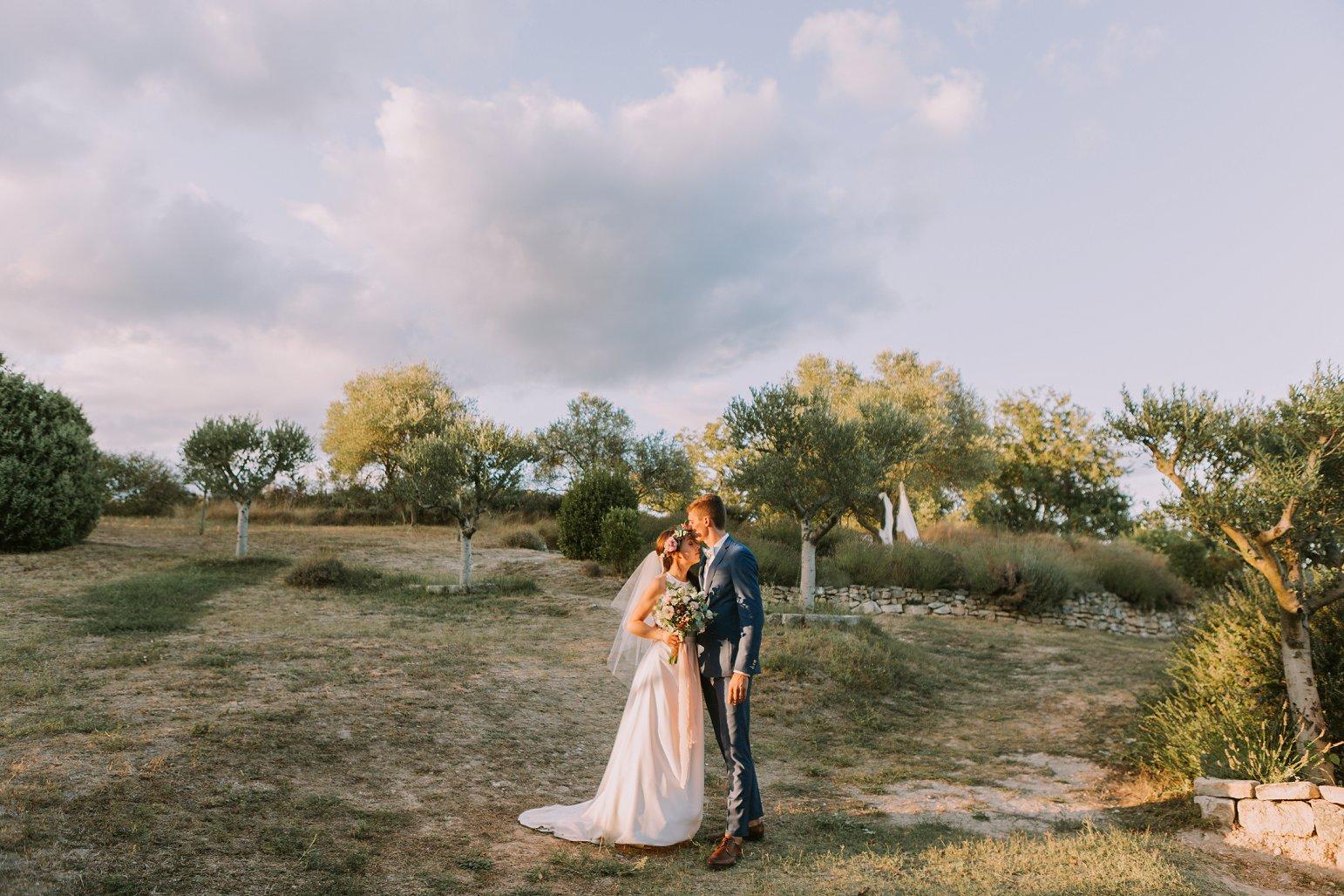 kateryna-photos-mariage-wedding-france-ardeche-domaine-clos-hullias-Saint-Christol-de-Rodière-gard-cevennes_0230.jpg