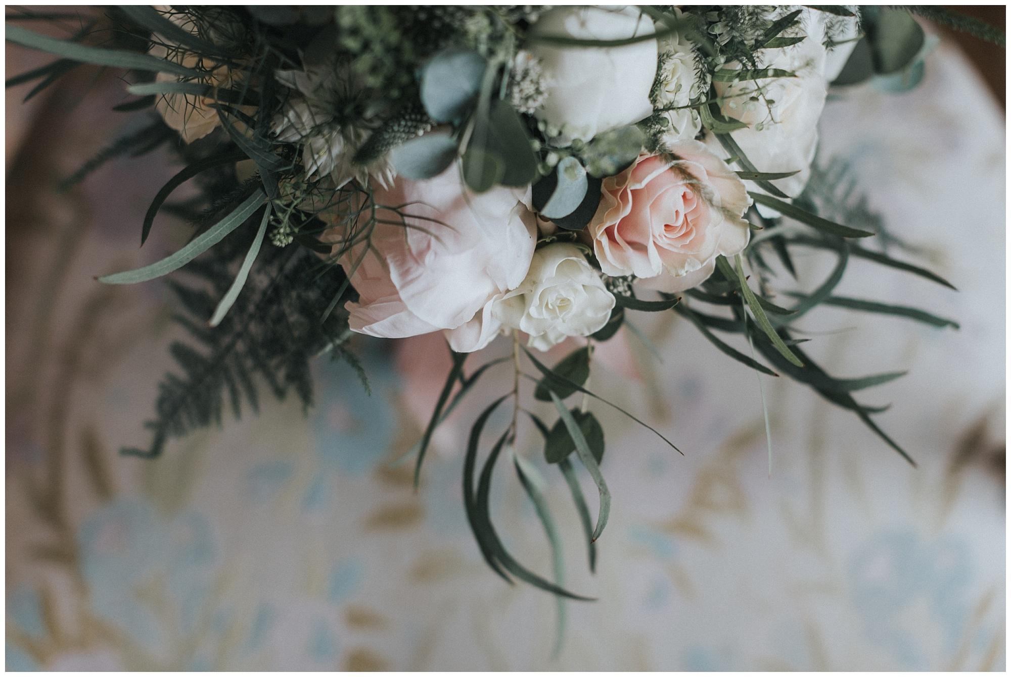 Kateryna-photos-photographer-reims-domaine-des-evis-mariage-normandie-bouquet-de-fleurs