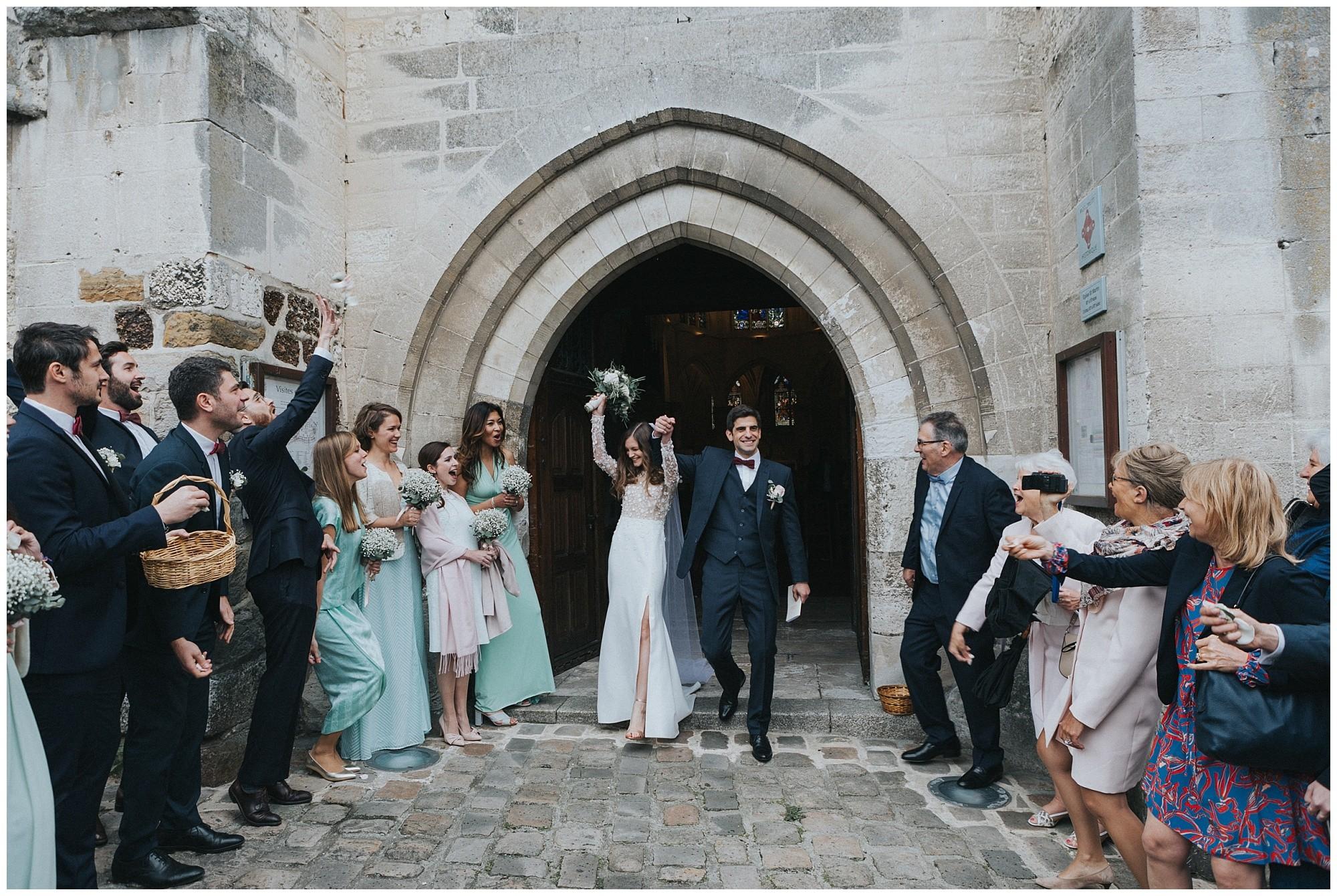 Kateryna-photos-photographer-rouen-domaine-des-evis-mariage-normandie-celebration-sortie-eglise-Eglise Saint-Martin-de-Nonancourt