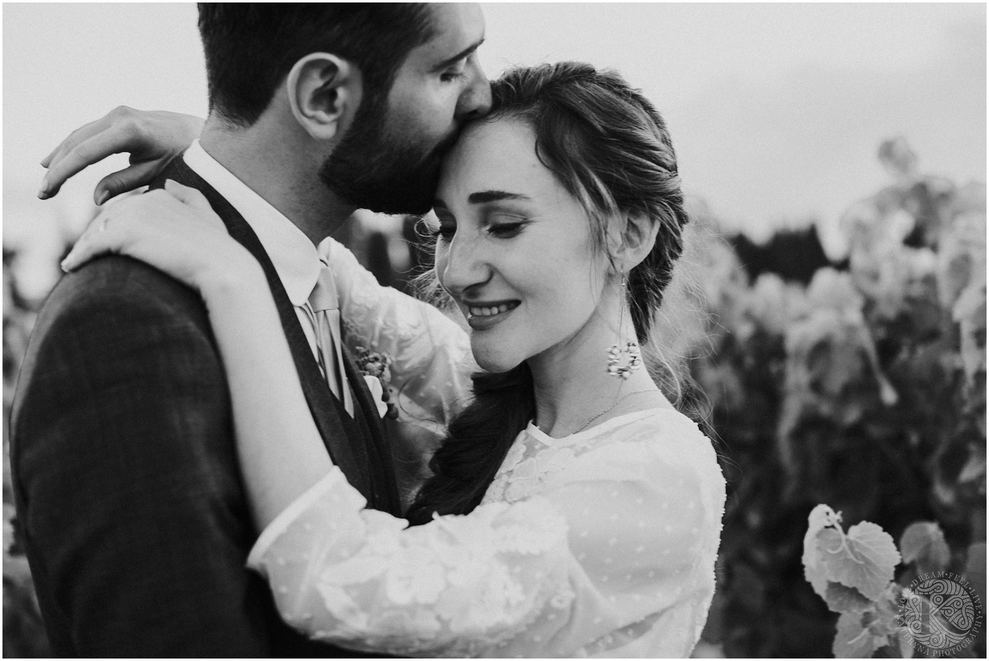 Kateryna-photos-photographe-mariage-vaucluse-provence-avignon-ferme-st-hugues_0084.jpg
